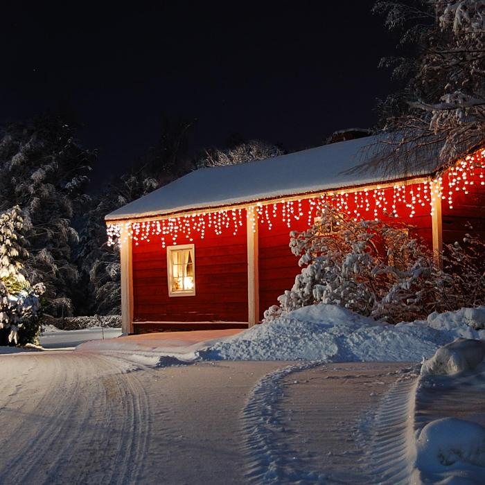 Dreamhouse Flash Icicle String Lights 8m 160 LED Warm White Snow Motion