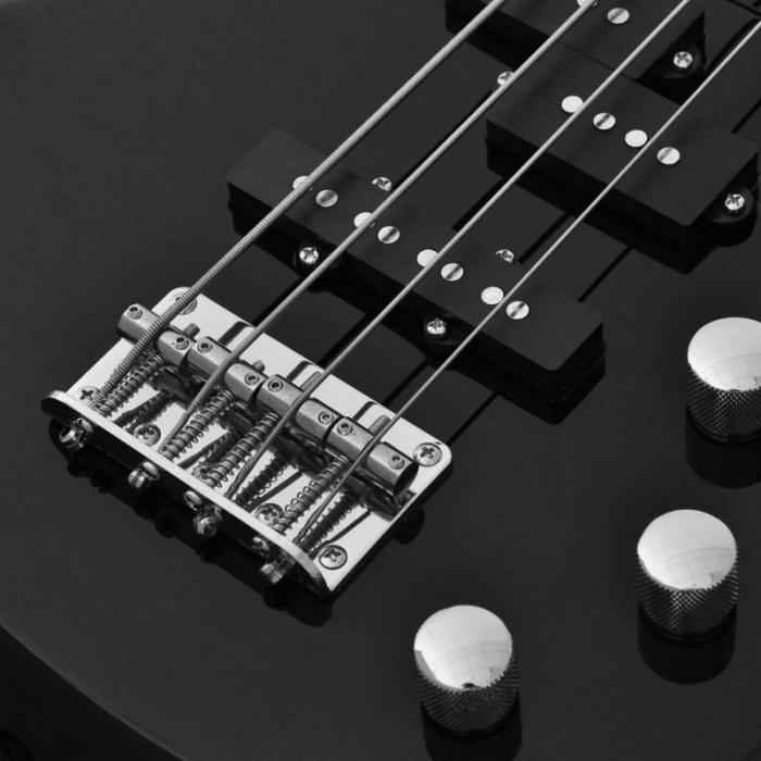 Bassokitara Chord CCB90 E-basso musta 4 kieltä